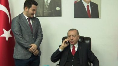 Photo of بالفيديو.. أردوغان يطلب يد فتاة لشاب يحبّها.. وهكذا أجابه والدها!