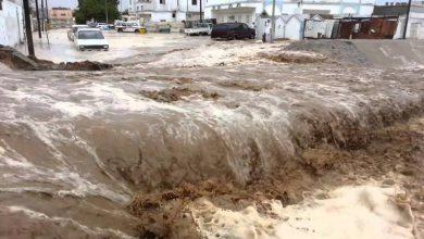 "Photo of تسببت بفيضان الشوارع واحتجاز السيارات والطلاب.. ""أمطار تاريخية"" على المدينة المنورة (فيديو)"