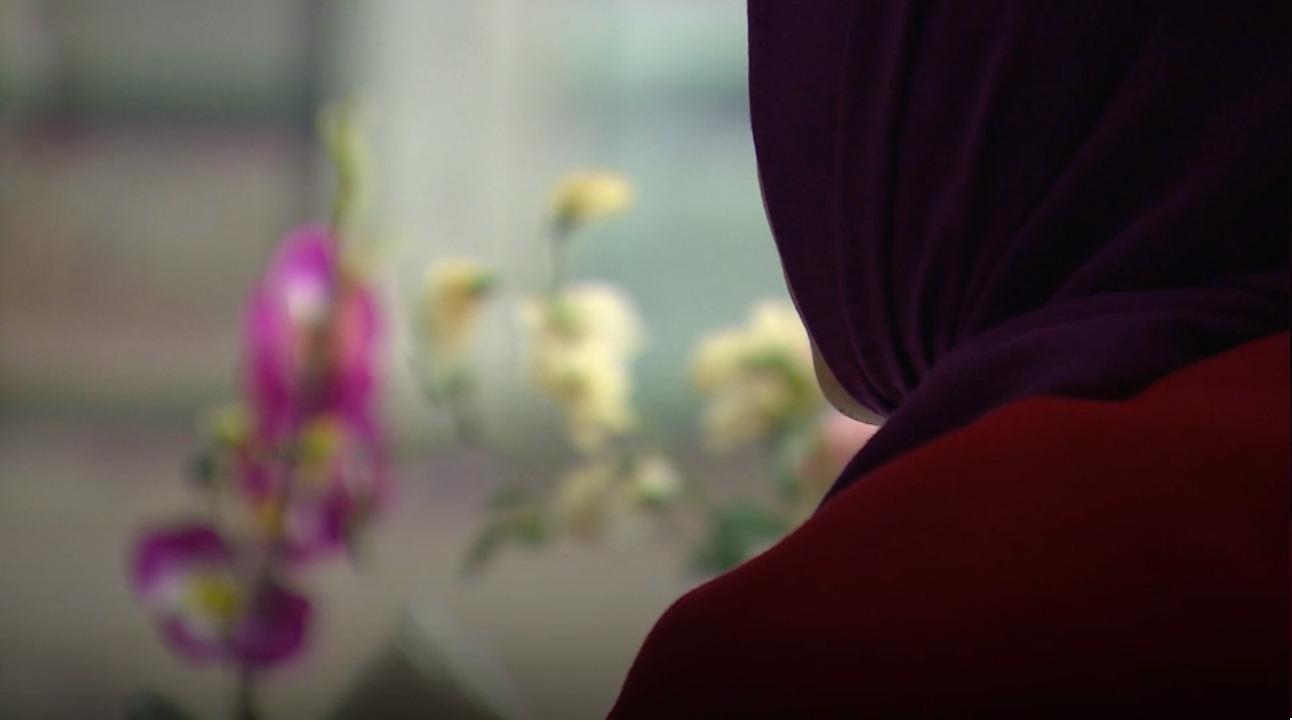 نزعوا حجاب أمي بالقوة