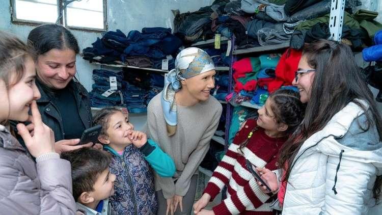 أسماء تزور مناطق شعبية في حمص
