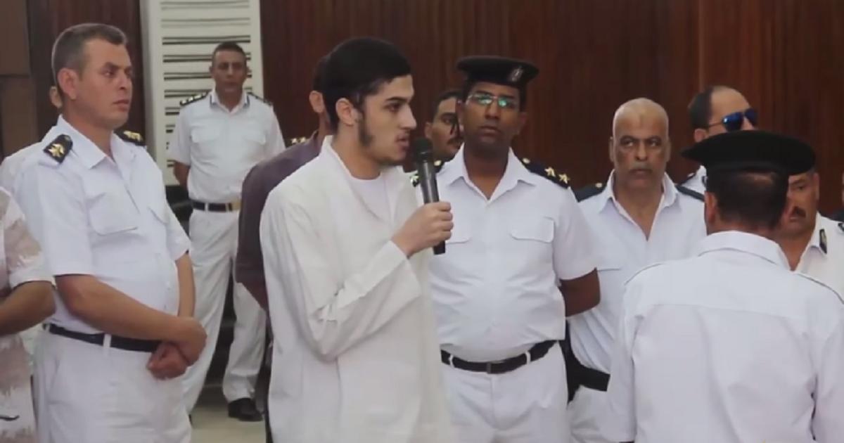 أحد الشباب الذين أعدموا أمام القاضي