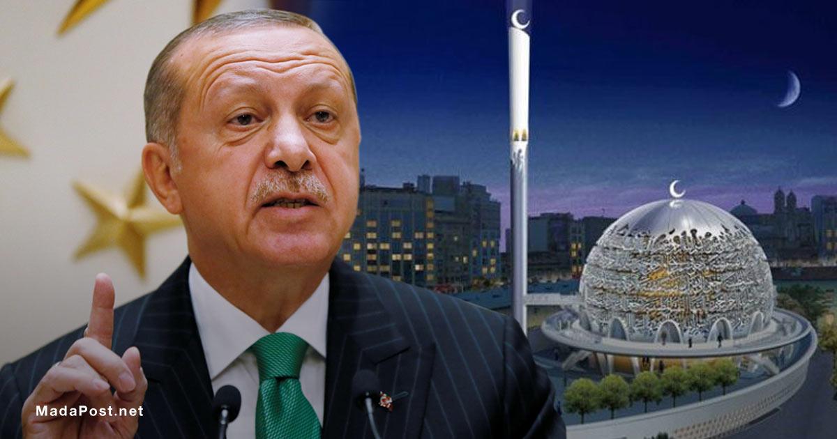 الرئيس التركي رجب طيب أردوغان يتفقد بناء المسجد في تقسيم