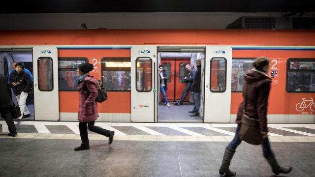 رجل يترك رضيعه في قطار