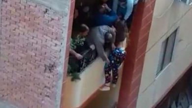 Photo of فيديو تريند.. في شهر عسله مصري يحاول إلقاء عروسته من البلكونة