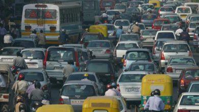 سائق باص يتسبب بأزمة مرورية ضخمة على الطريق السريع