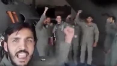 Photo of هتفوا الله أكبر.. مقاتلون باكستانيون يحتفون بالطيار الذي أسقط مقاتلة هندية!