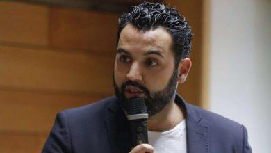 Photo of ممثل مغربي يستقيل من قناة فرنسية احتجاجاً على استضافة كاتب معادي للإسلام