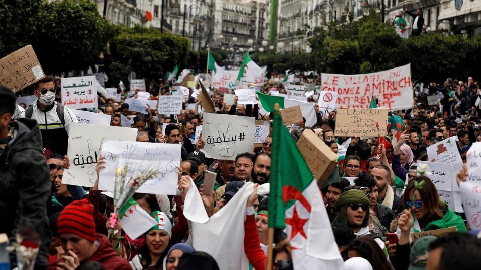 احتجاج الشعب الجزائري على النظام الحالي