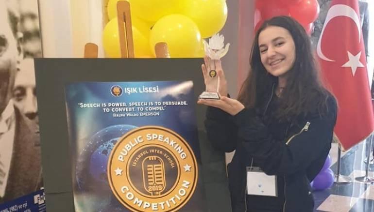 سورية تفوز بمسابقة الخطابة باللغة الإنجليزية في إسطنبول