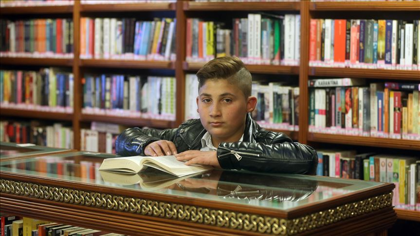 Photo of طفل سوري يحصل على جائزة القارئ الاستثنائي في تركيا