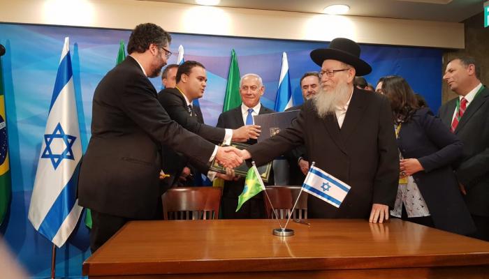 Photo of فلسطين تندد بالقرار البرازيلي وتستدعي رداً عربياً