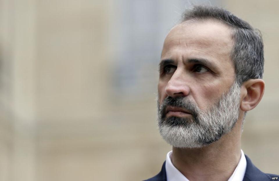 معاذ الخطيب يقدم مبادرة لرحيل الأسد خلال عام