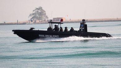 Photo of الإمارات تفرج عن زورق عسكري قطري.. ورئيس وزراء البحرين يتصل بأمير قطر