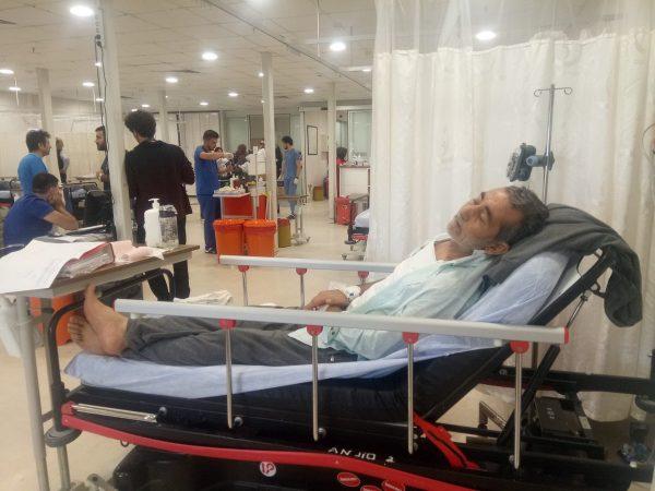 آخر صورة نشرت للدكتور محمد جانبكلي في المستشفى الذي توفي فيه