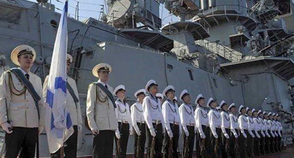 عرض عسكري للسفن الروسية في ميناء طرطوس