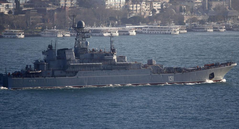 آزوف سفينة عسكرية روسية