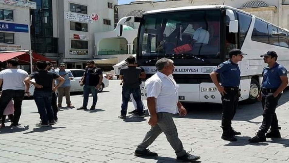 ترحيل مئة ألف سوري من اسطنبول