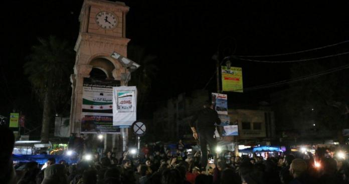 مظاهرات ليلية في إدلب