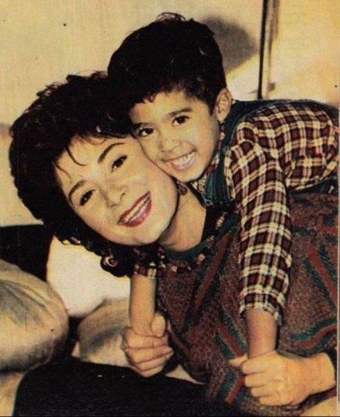 هيثم زكي مع والدته الراحلة هالة فؤاد