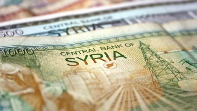 Photo of الليرة السورية تسجل رقم قياسي جديد وتتخطى الـ 900 ليرة للدولار الواحد