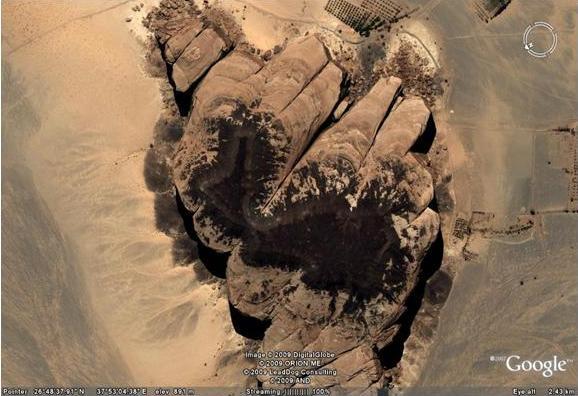 صورة منسوبة للصخرة التي خرجت منها ناقة صالح