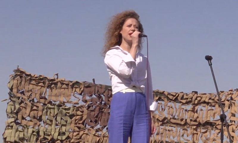 مغنية روسية تقيم حفلاً في دير الزور