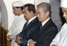 "Photo of ""أخیرا رئیس وزراء الصين يلجـ.ـأ إلى الله"".. ما قصة فيديو صلاته في مسجد بسبب كورونا؟ (شاهد)"