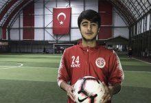 """Photo of آدم.. رحلة سوري من اللجـ.ـوء إلى صفوف المنتخب التركي ونيل لقب """"ميسي تركيا"""" (شاهد)"""