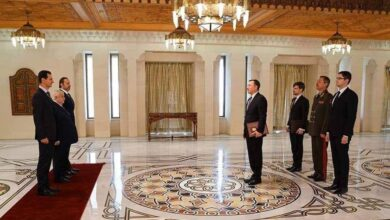 "Photo of بوتين يسعى لإحكام قبضته على سوريا.. وهذه قصّة الصورة ""المهينة"" المنتشرة لبشار الأسد مع ""المندوب السامي"" الروسي"