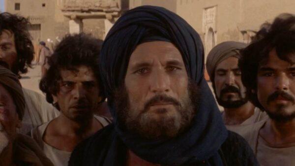 الفنان عبد الله غيث في دور حمزة بن عبد المطلب من فيلم الرسالة