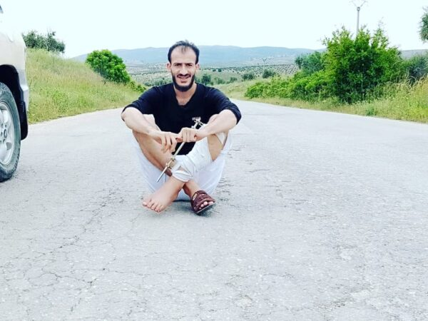 صورة حديثة للشاب سهيل الحمود المعروف باسم سهيل أبو التاوو