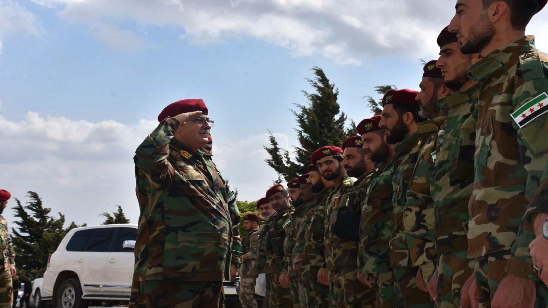وزير الدفاع سليم إدريس وعناصر من الجيش الوطني