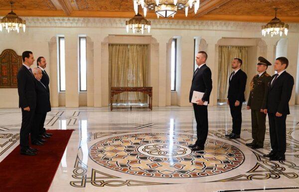 صورة استقبال بشار الأسد لسفير بيلاروس أثناء اعتماده كسفير لبلاده لدى سوريا عام 2019