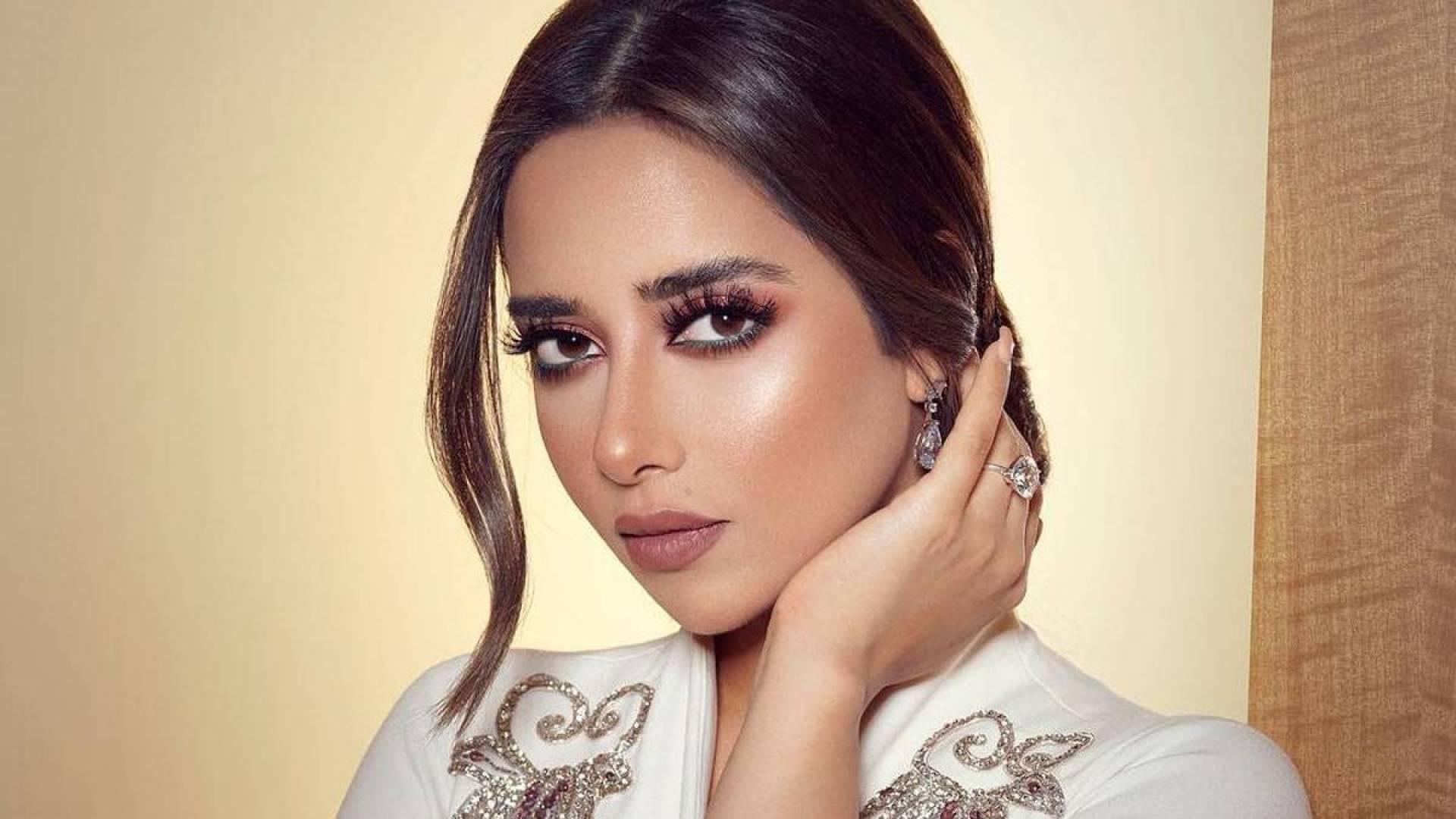 بلقيس فتحي تثير الجدل بسبب دعايا أغنيتها الجديدة