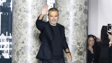 Photo of إيلي صعب: من قص الستائر وقماش الموائد في بيروت إلى تصميم الملابس للنجمات العالميات