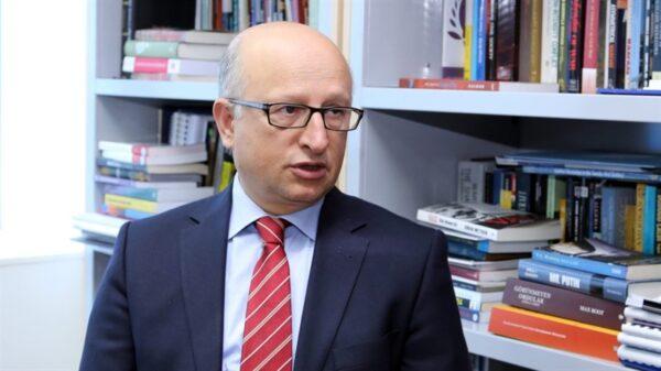 الكاتب التركي نهاد علي أوزكان - أرشيف