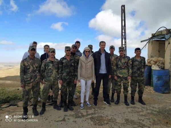 صورة نشرها موقع كلنا شركاء لبشار الأسد مع أسماء الأسد في إدلب