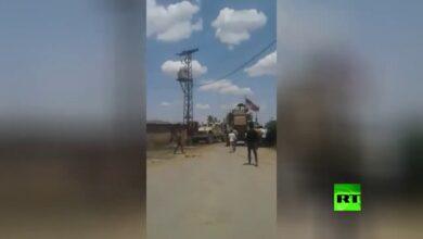 "Photo of بعد إبعادهم دوريات روسية.. أهالي القامشلي يجبرون رتلاً أمريكياً على التراجع جنوب شرق سوريا""فيديو"""