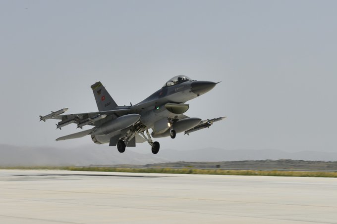 طائرة تركية في ليبيا