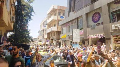 """Photo of بعد ارتفاع الدولار و الأسعار.. تحرك شعبي في مناطق سورية عدة والسويداء تنادي بالحرية """"فيديو"""""""