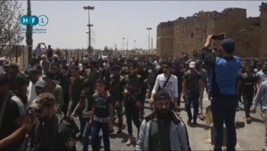 "Photo of درعا تعيدها من حيث بدأت.. الآلاف يهتفون للحرية وخروج إيران من الجنوب السوري ""فيديو"""