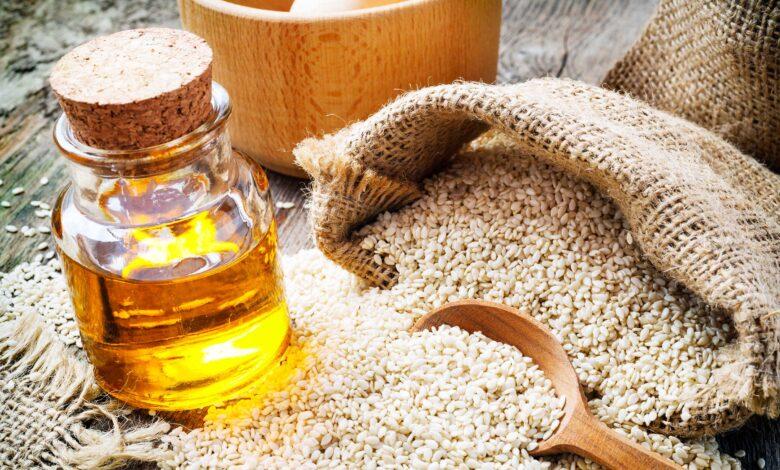 Photo of فوائد السمسم: حبوب صغيرة والفوائد عظيمة، تحسين الهضم وزيادة الخصوبة عند الرجال