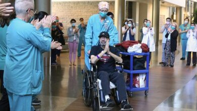 "Photo of ""أشعر بالذنب حيال البقاء على قيد الحياة"".. متعافي من كورونا يصدم بفاتورة علاج تتجاوز مليون دولار! (فيديو)"