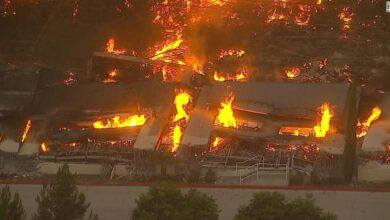Photo of حريق أمازون: بعد يومٍ من تغريدة إيلون ماسك المطالبة بتفكيك أمازون، الحريق يلتهم مخازن الشركة، فهل ستؤثر على أرباحها؟