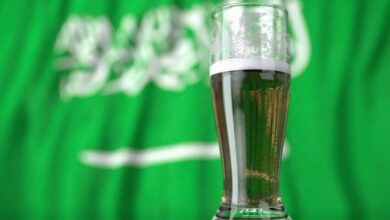 Photo of استطلاع رأي عن بيع المشروبات الكحولية في المطارات السعودية يثير جدلًا واسعًا ويتصدر التريند (شاهد)