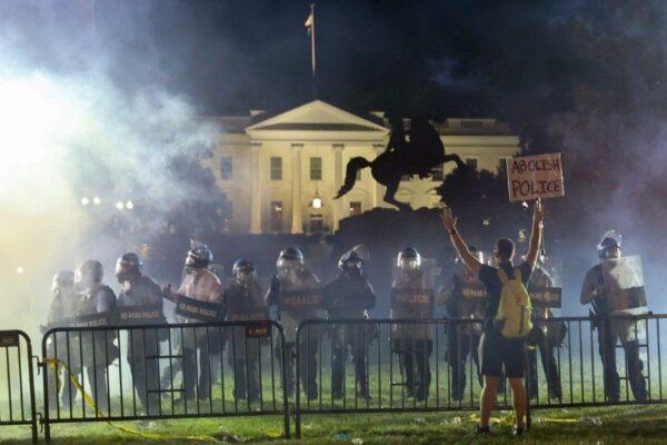 المظاهرات الأمريكية قرب البيت الأبيض