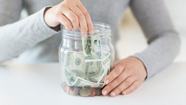 ادخار الأموال تعبيرية