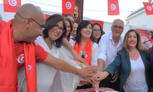 علم تركيا في عيد الجمهورية التونسية