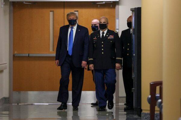 الرئيس الأمريكي دونالد ترمب مرتدياً كمامة للوقاية من كـ.ورونا - وكالات