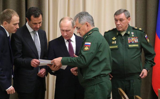 بشار الأسد ومسؤولون روس - وكالات